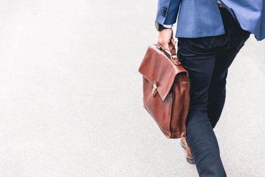 イメージ画像-歩く人