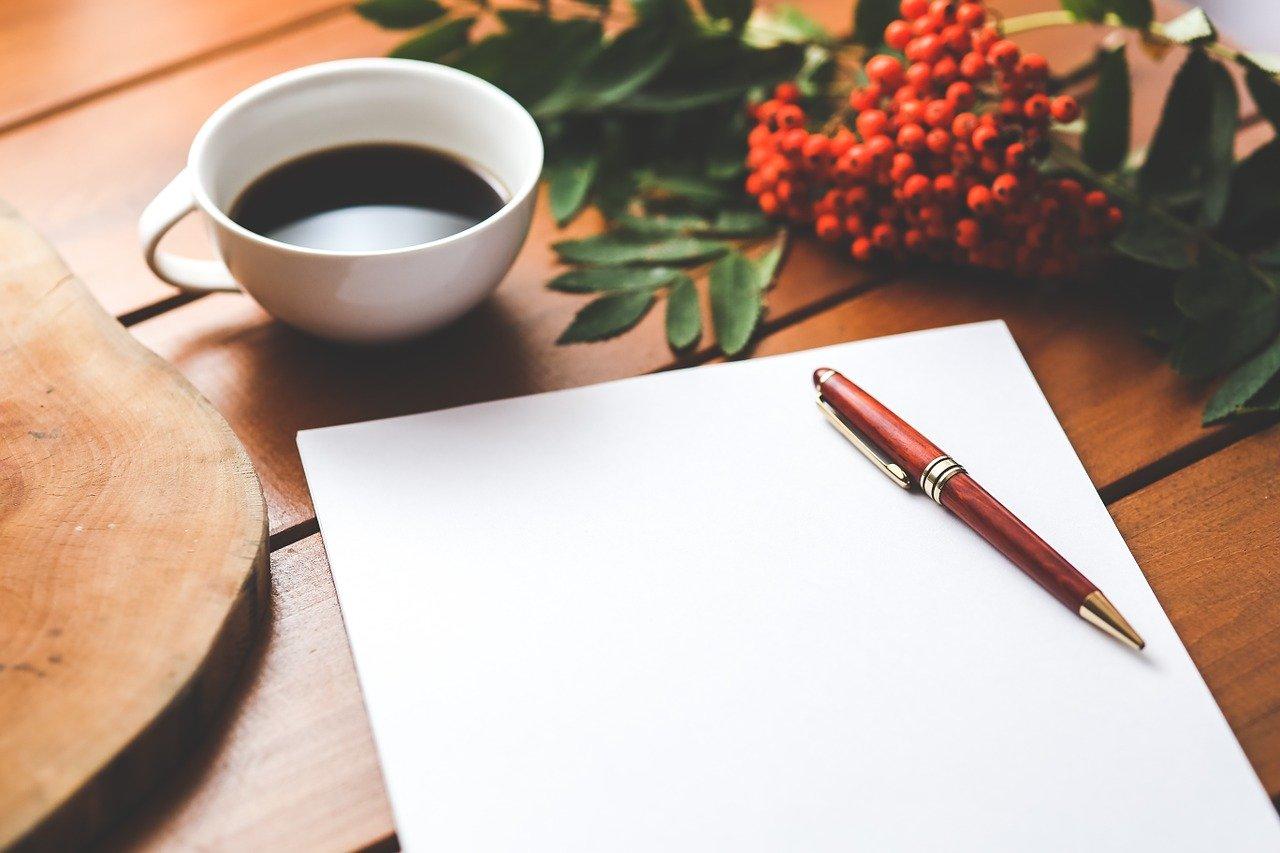 空白の紙とペン
