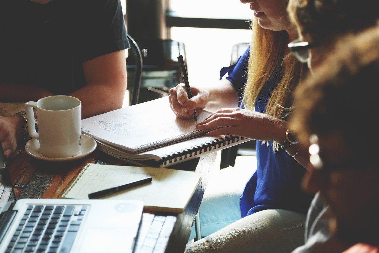 スタートアップ企業の会議