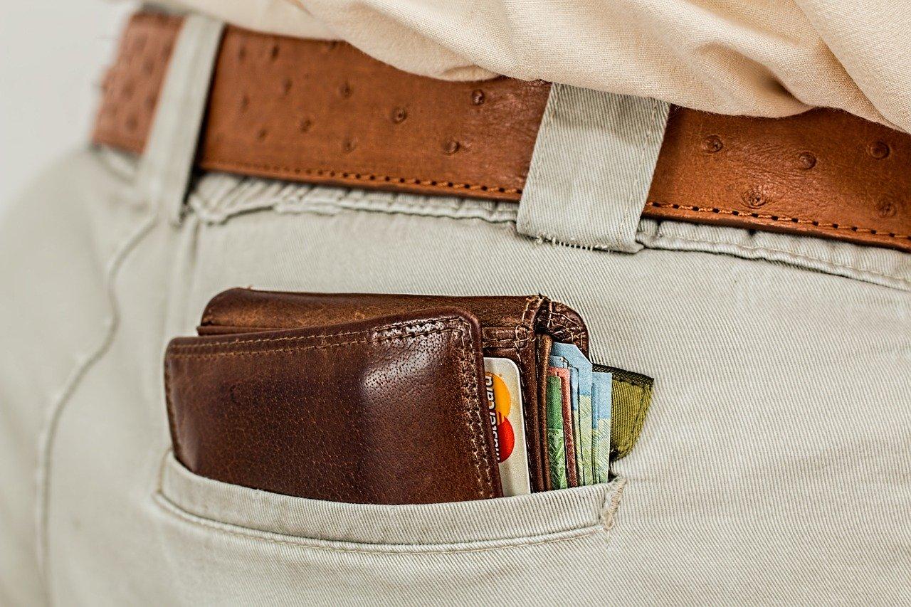ポケットの財布