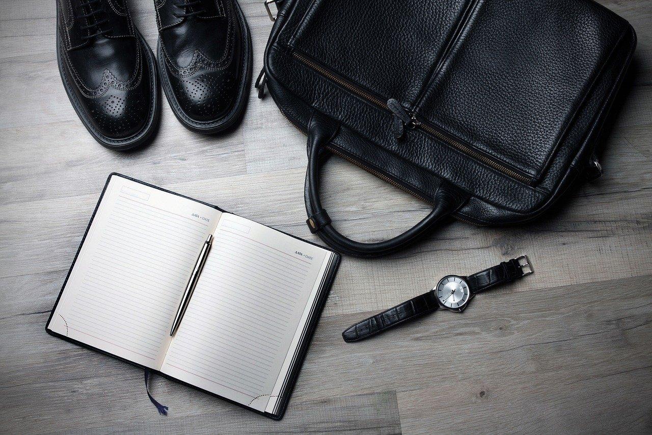 手帳と腕時計