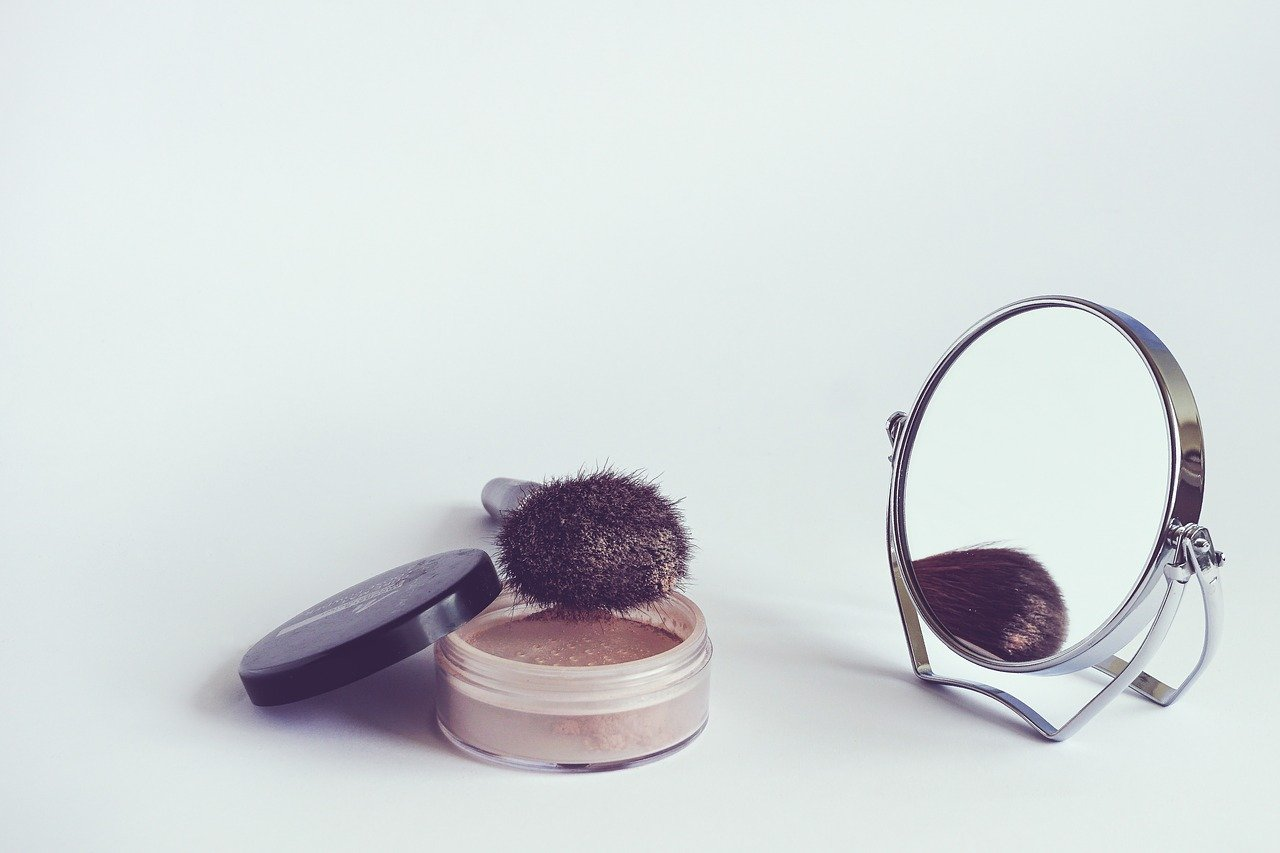 パウダーと鏡