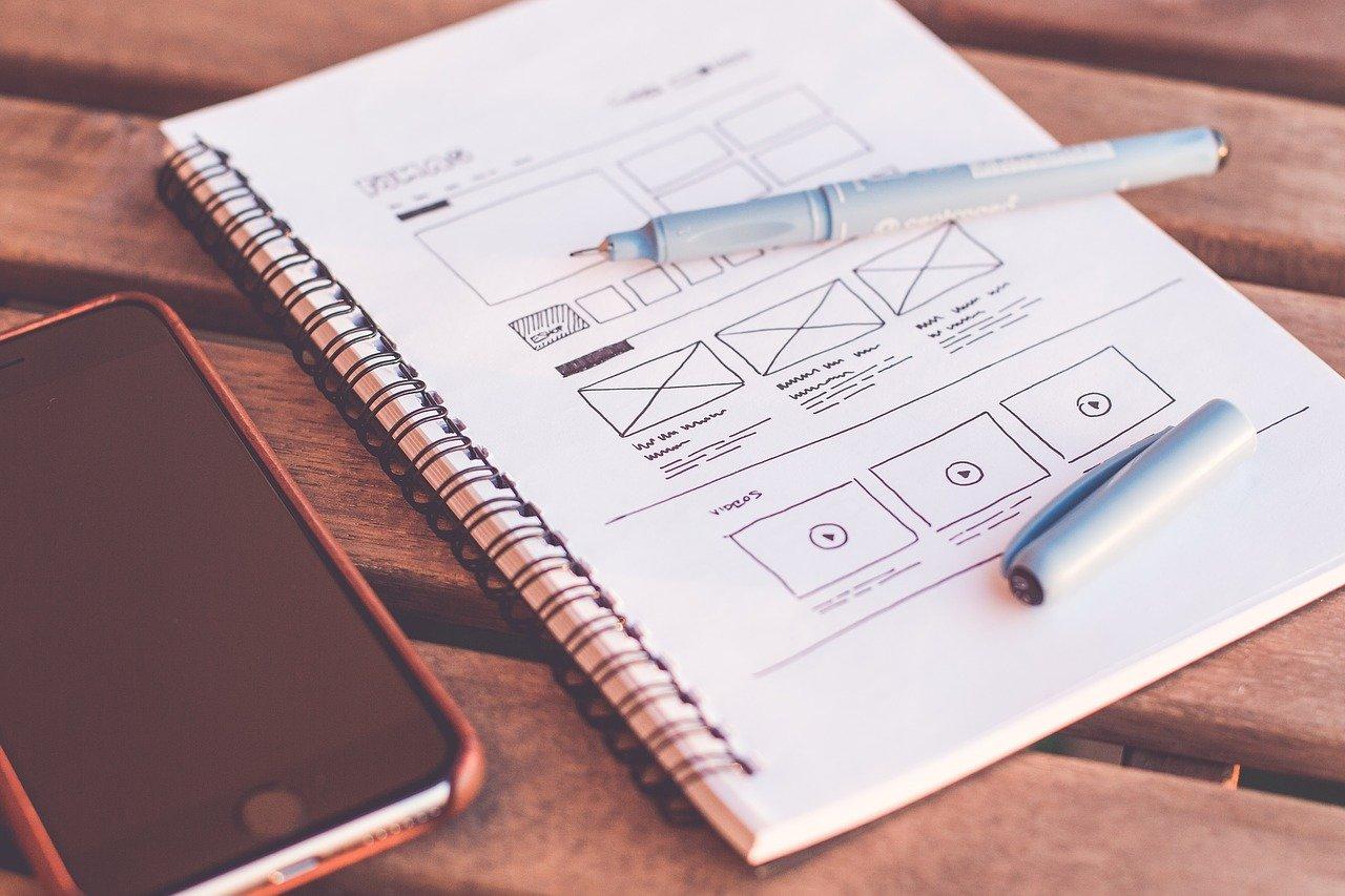 Webデザインが書き込まれたノート