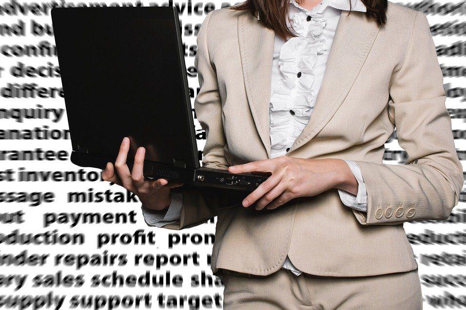 ビジネスパーソン,女性,ノートパソコン