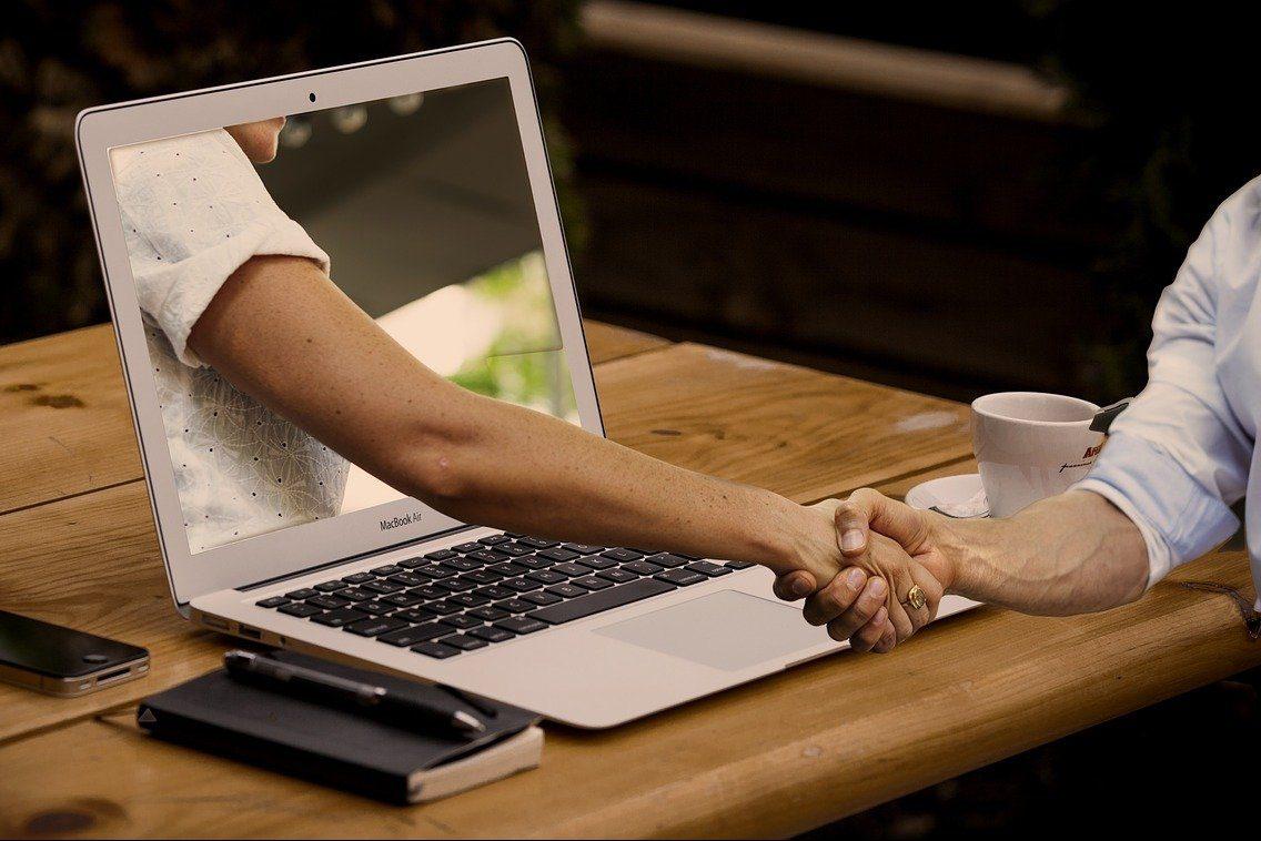 握手,手,ノートパソコン