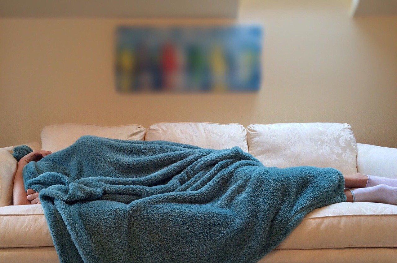 ソファと毛布