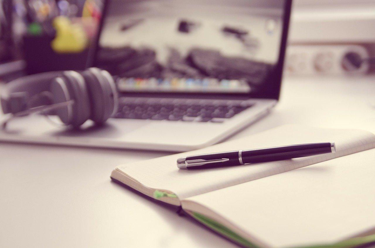 PCとノートとペン