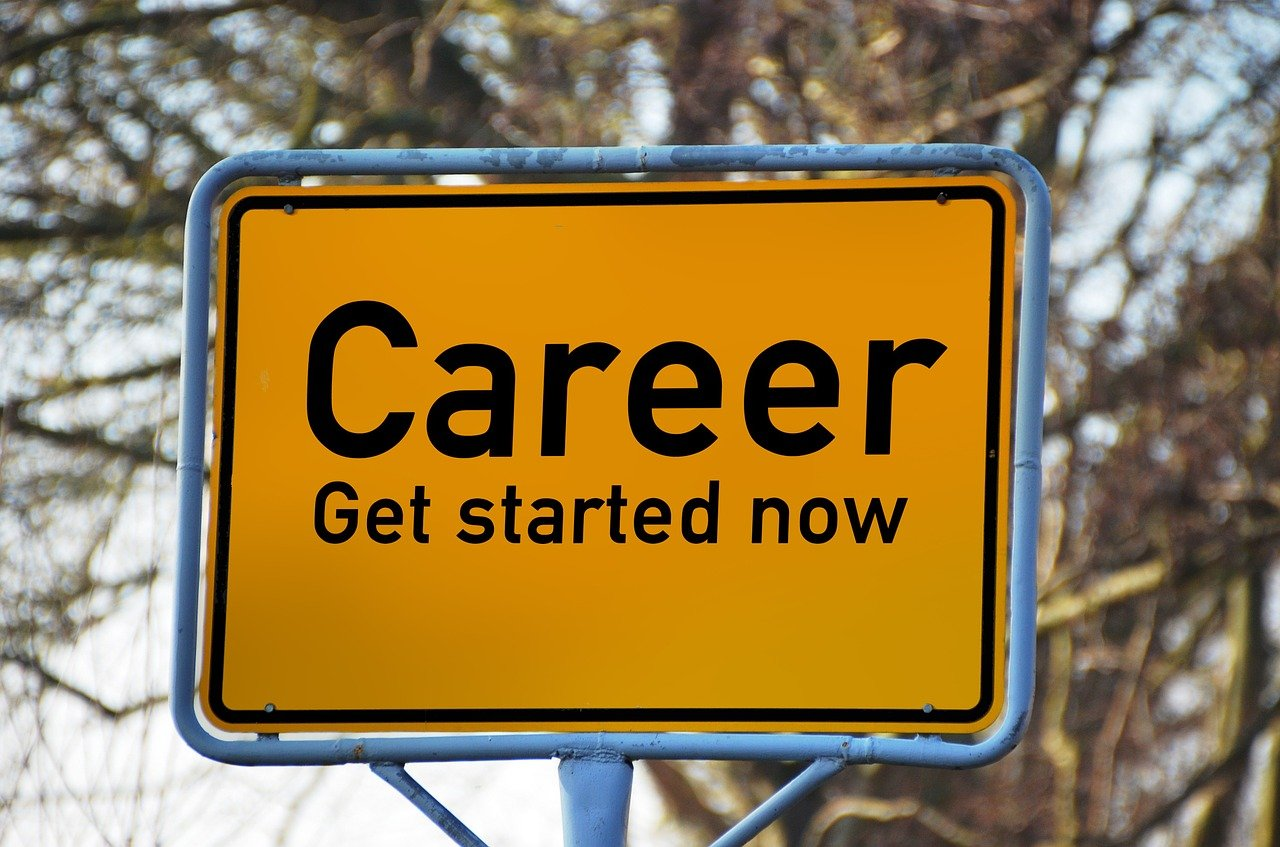 Career Get started nowと書かれた標識
