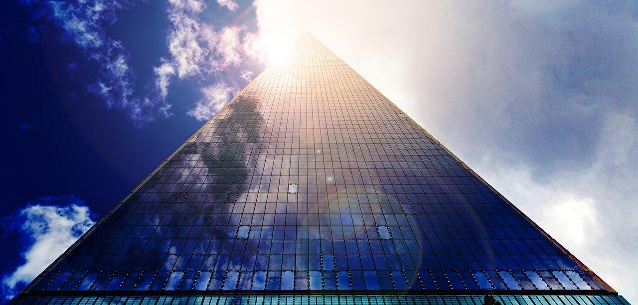 巨大なビル