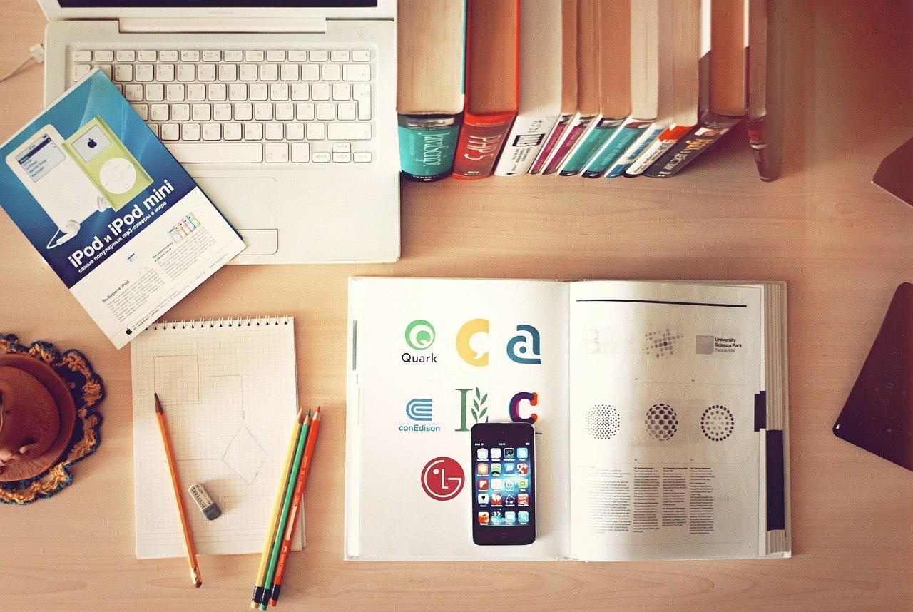 本とパソコン、ノート