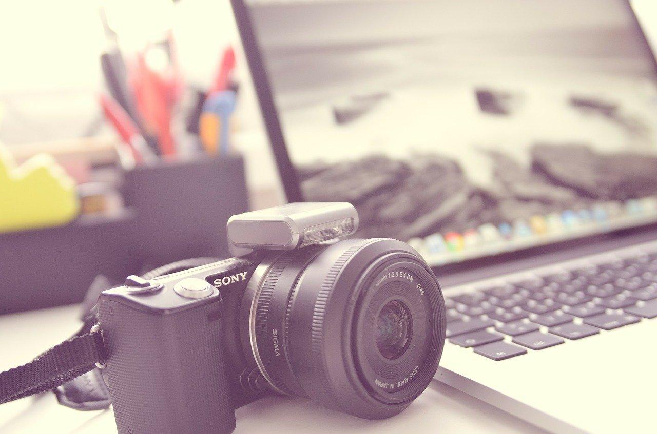 ノートPCとカメラ