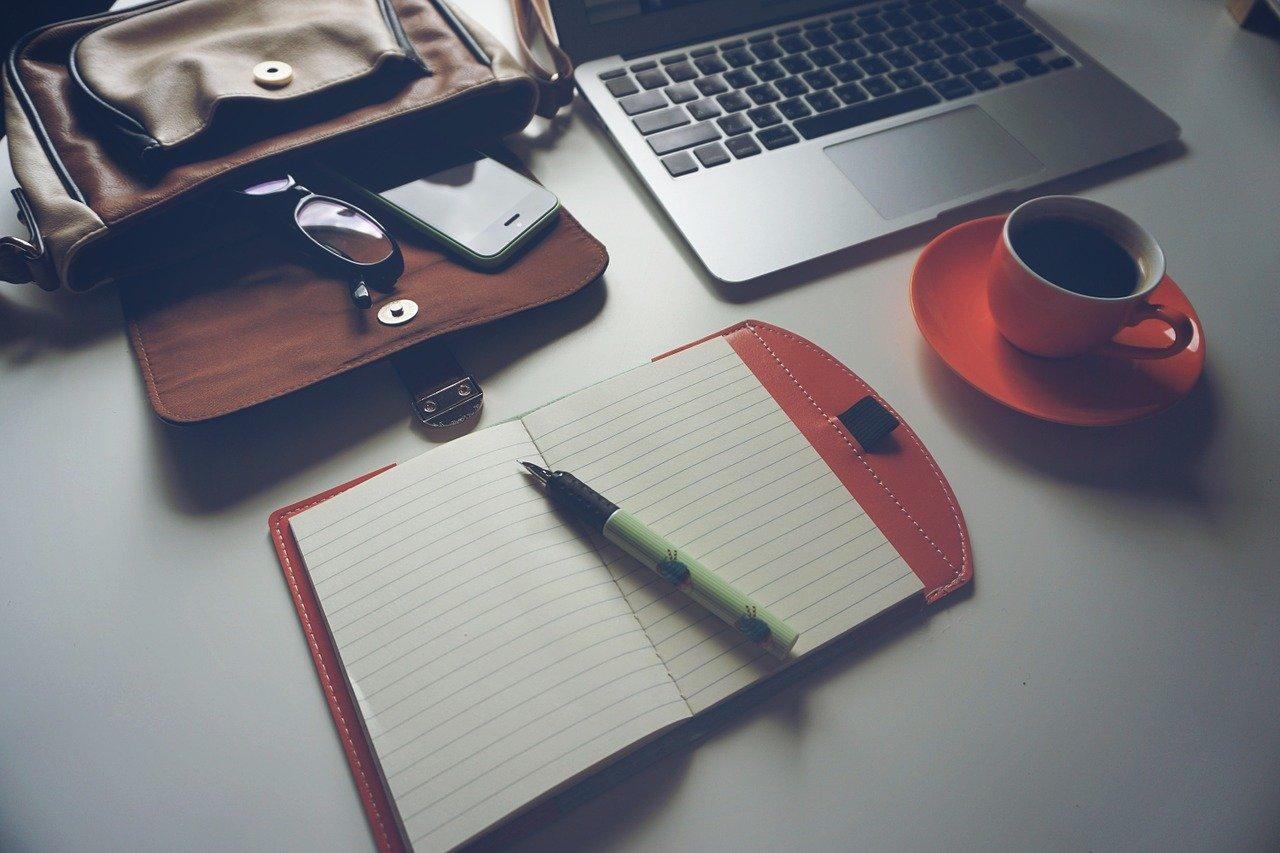 ノートパソコン、コーヒー、ノートブック
