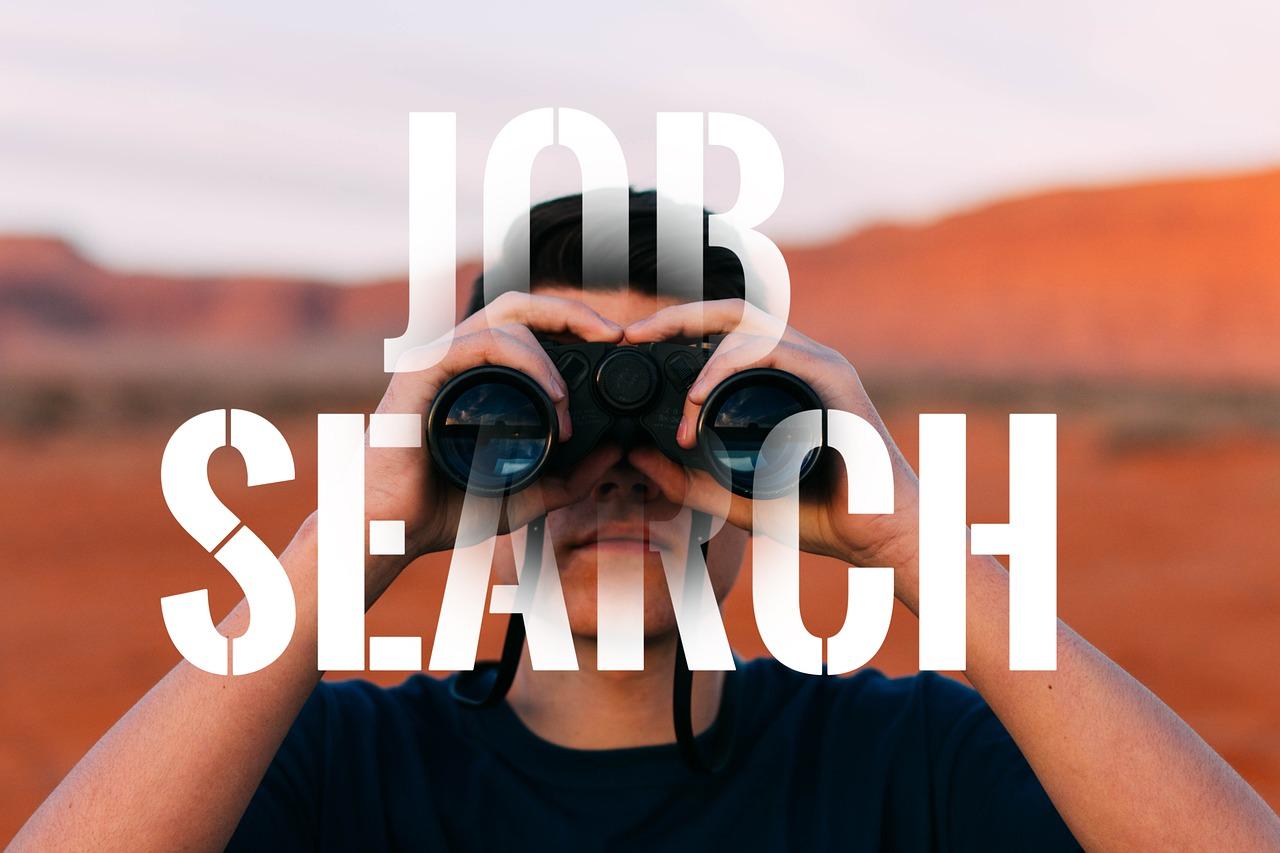 JOB SEARCHの文字と双眼鏡を覗く男性