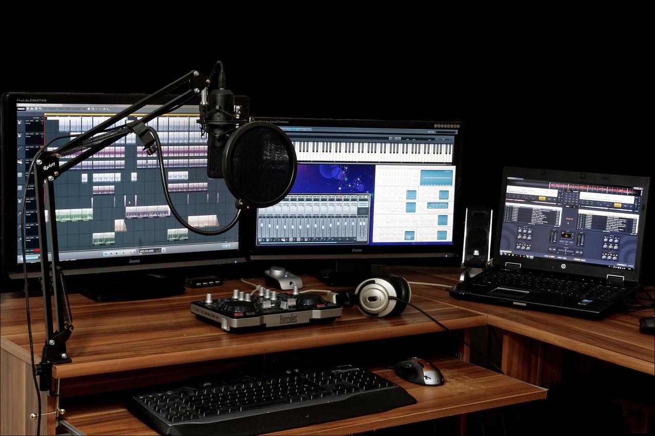 DAW画面の3台のPCと録音機材