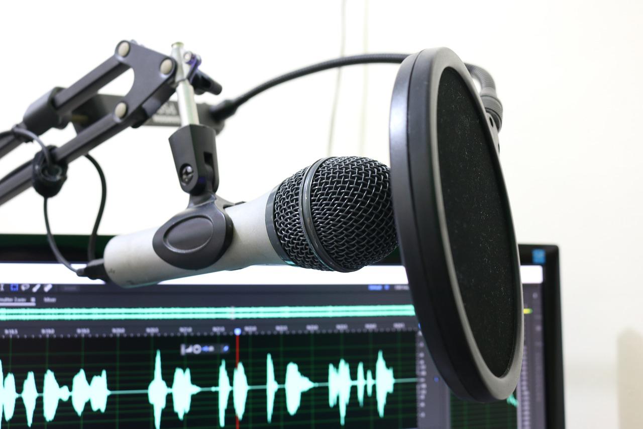 PCとレコーディング用のマイク
