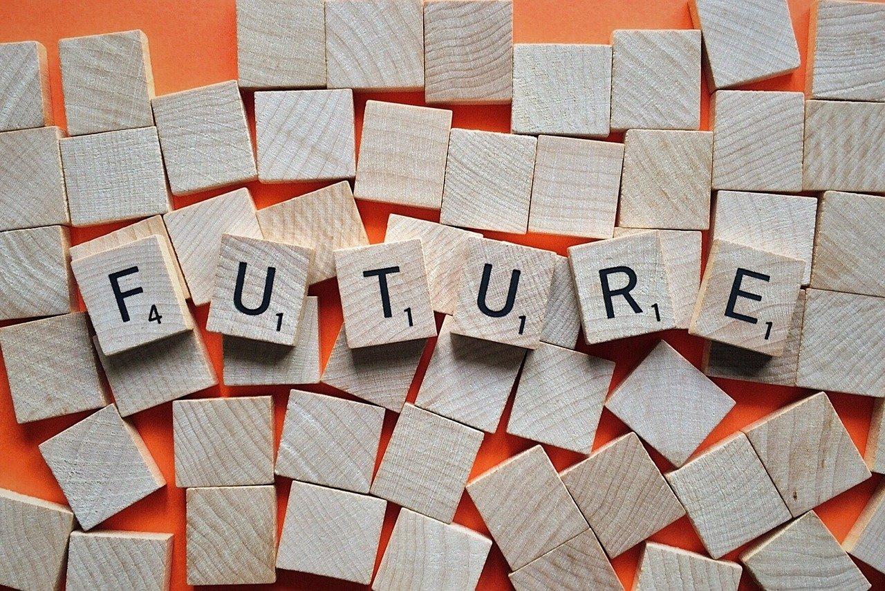 FUTUREと書かれた木製のサイコロ